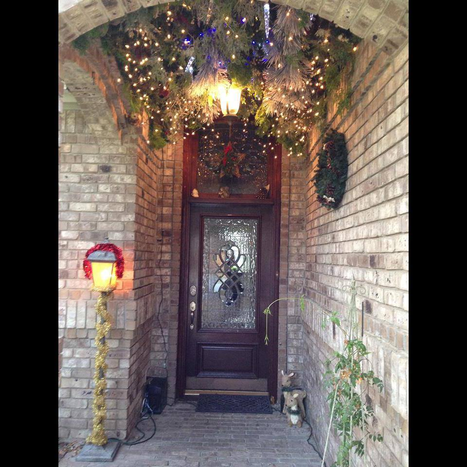 How Create A Awesome Holiday Entryway